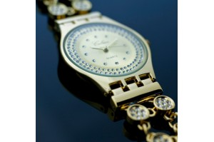 /11-58-thickbox/montre-femme-plaque-or-extra-plate-14-carats-strass.jpg