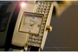 /18-75-thickbox/montre-femme-gourmette-plaque-or-carree-mi-strass-neuve-.jpg